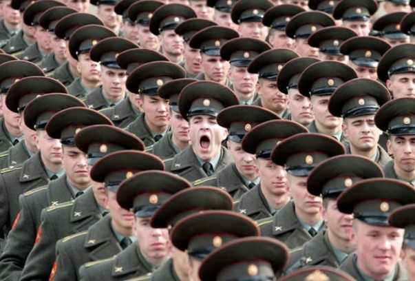 soldier-yawning-perfect-timing-630x426