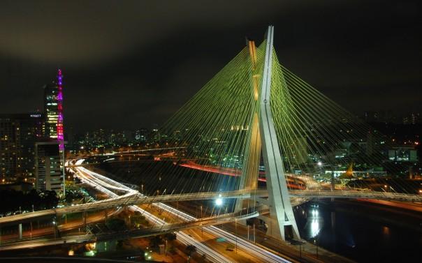 Ponte Octávio Frias de Oliveira, conhecida como Ponte Estaiada.