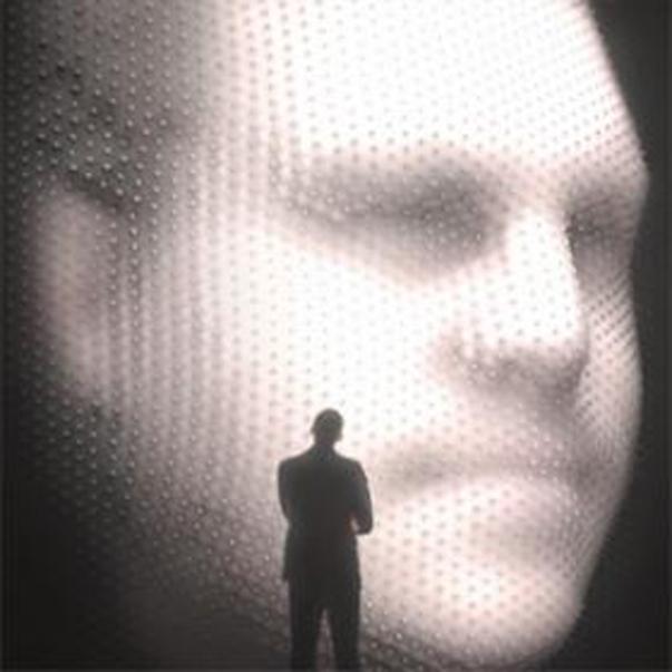 Os-rostos-dos-participantes-eram-scaneados-e-projetados-em-3D