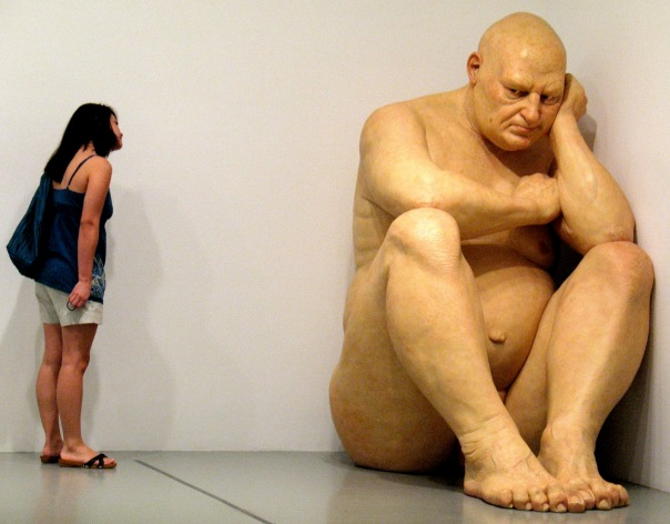 Ron-mueck-arte-hiperrealista-cartier-paris-3