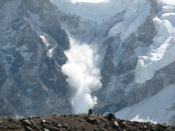 Avalanche_on_Everest