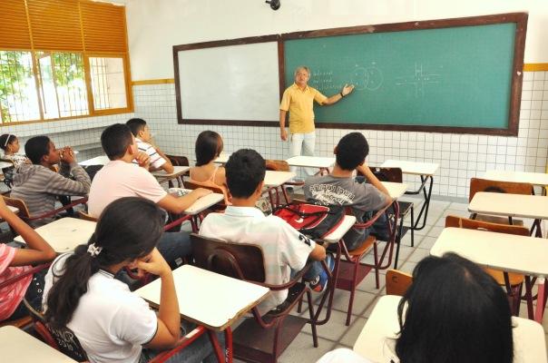 professores-do-estado-tem-revisao-no-plano-de-cargos-aprovada-na-assembleia1395351663